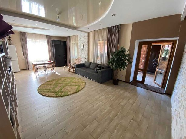 Продажа Дома 200 кв.м. + 6 сот. участок, село Чайки (м. Житомирская)