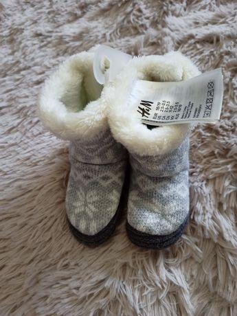 Детская обувь: пинетки/моксы/ угги H&M