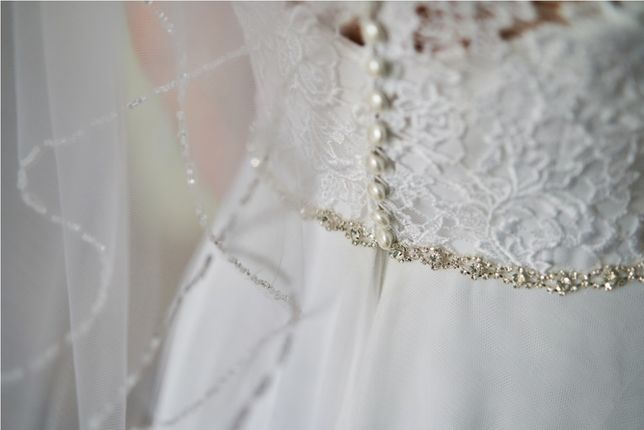 Suknia ślubna Adela z kolekcji Margarett + welon GRATIS