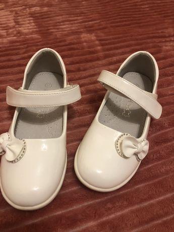 Лаковые белые туфли для девочки