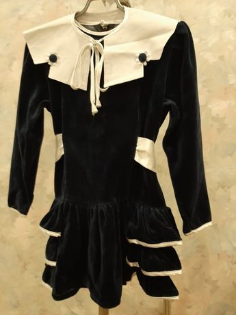 Нарядное платье для девочки на возраст 4-5 лет