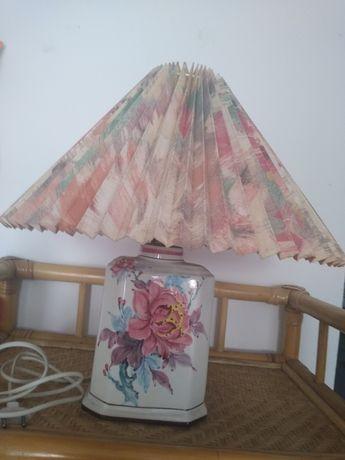 Lampka z plisowany abazorem porcelanowa