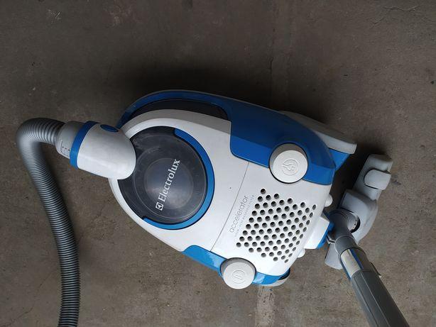 Odkurzacz bezworkowy Electrolux ZAC6705