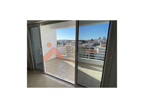 Apartamento T2 com garagem, Albufeira