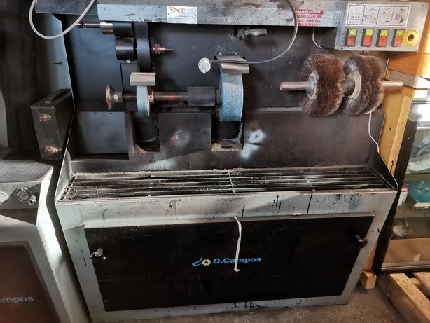 Máquina de sapateiro e prensa.