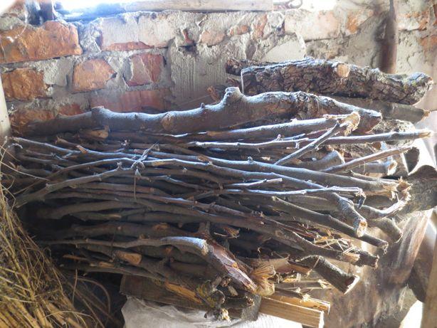 Сухі дрова плодових дерев для вудження (коптіння) м'ясних виробів