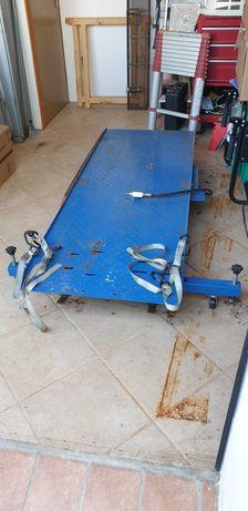 Plataforma de elevação para motas com rampa pneumática e hidráulica