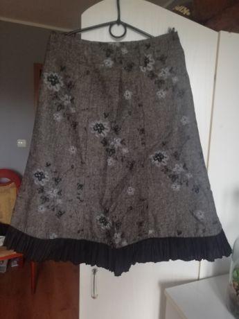 Kwiecista spódnica z falbanką