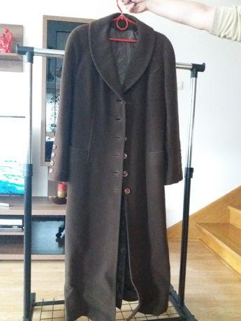 Brązowy płaszcz firmy Próchnik