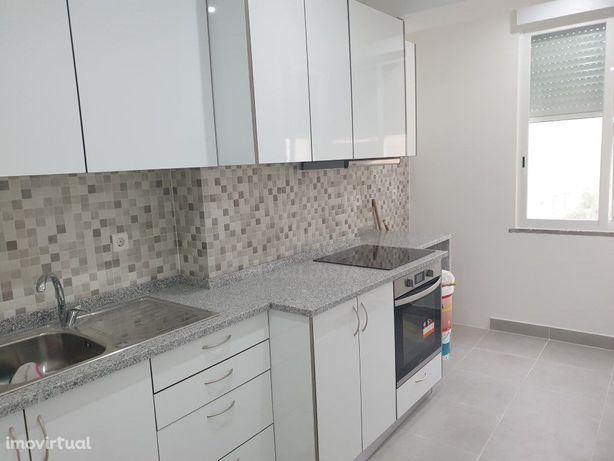 Apartamento T3 com Sótão Totalmente Remodelado na Amadora