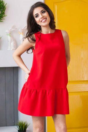 Красное летнее платье трапеция без рукавов с оборкой