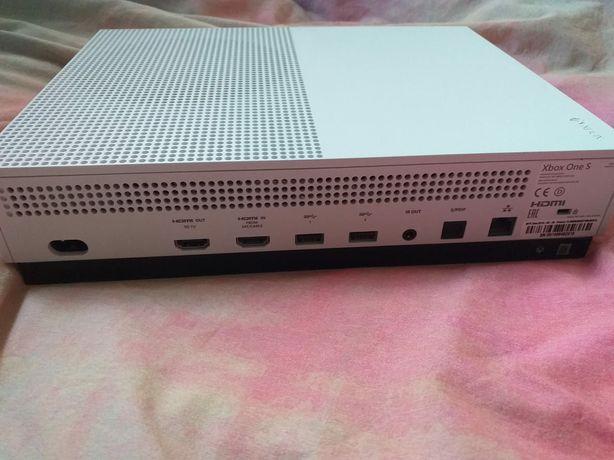 Xbox One S 1 TB z padem