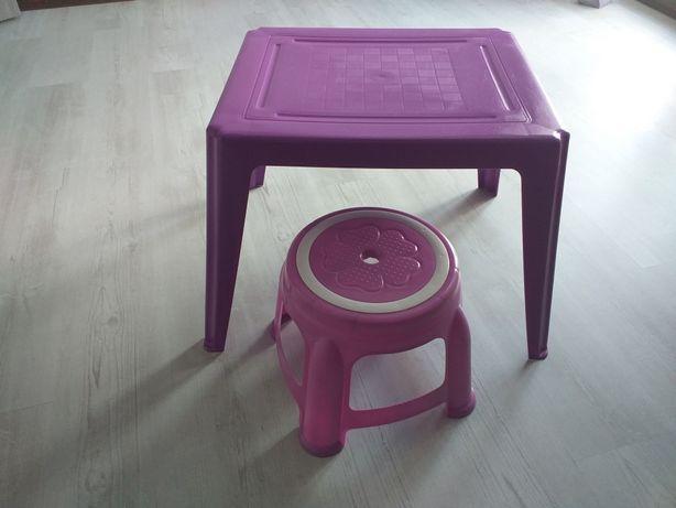 Stolik z krzeselkiem