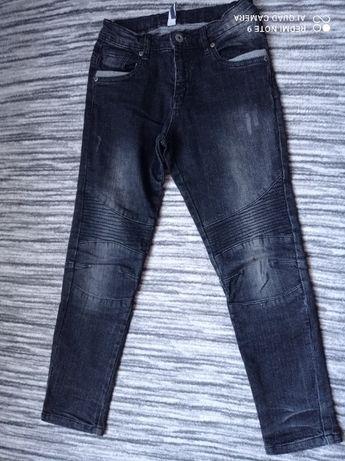Spodnie chłopięce jeansowe rozmiar 134 (5.10.15)