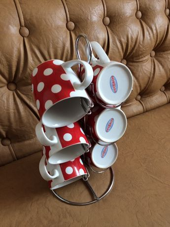 Чашки на подставке
