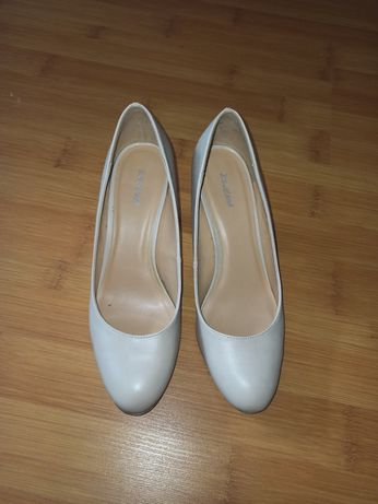 Туфли бежевые Graceland 38 туфлі