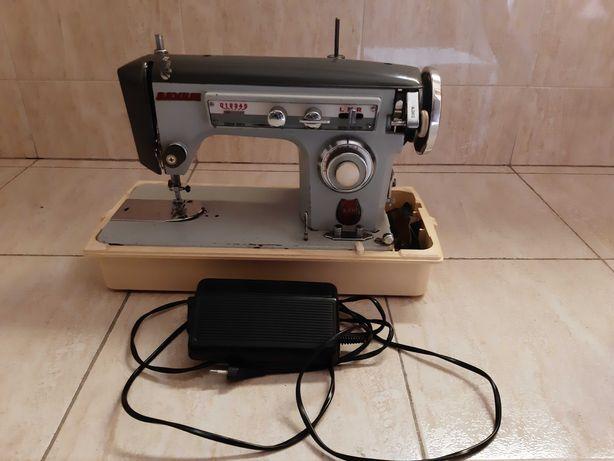 Máquina de costura Dovum antiga com motor Singer 65W e caixa