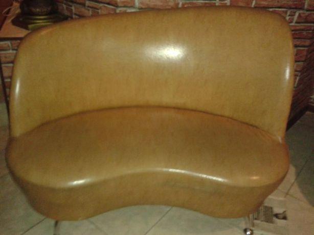 продаю диван кожзам двухместный для офиса или бара