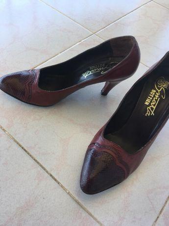 Sapatos altos de pele bordo 36