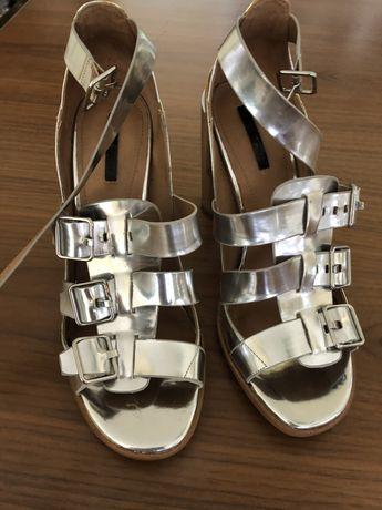 Sandalias de mulher, tamanho 41.