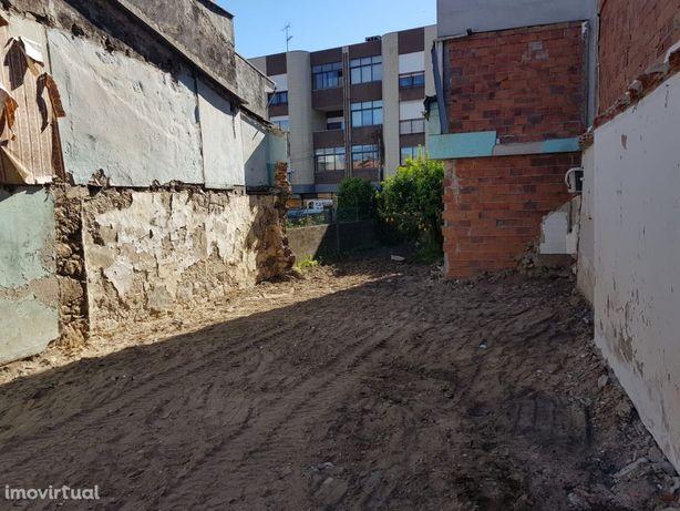 Terreno para prédio de 3 apartamentos T3 com garagem individual