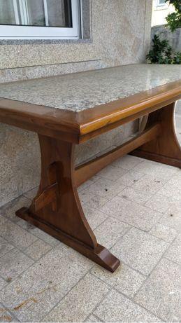 Mesa em madeira maciça com pedra marmore