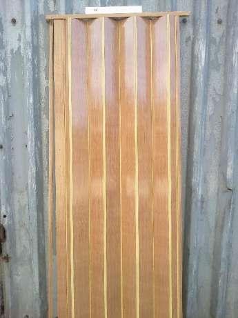 Дверь складная гармошка готовая на магнитах или с замком