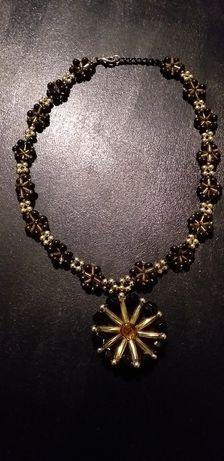 Monnari złoto czarny naszyjnik z piękną rozetą