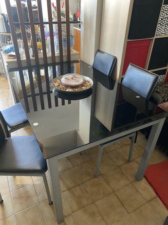 Mesa de jantar em vidro preto temperado com oferta das 4 cadeiras