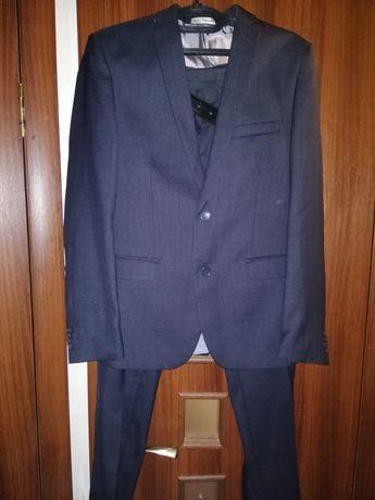 Продам фирменный мужской костюм!!