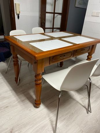 Mesa de cozinda de granito e madeira maciça