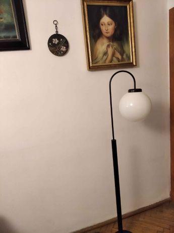 lampa podłogowa mleczna kula