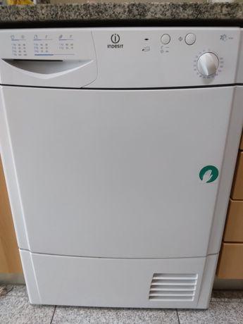Máquina de secar indesit Is70c