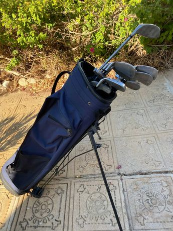 Conjunto de tacos de golfe. Cor azul. Grande oportunidade!