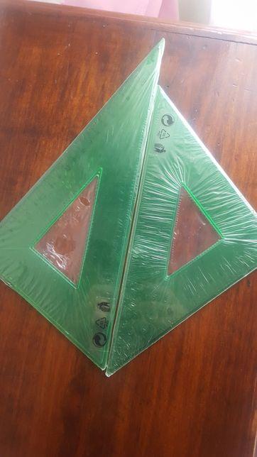2 esquadros com plastico