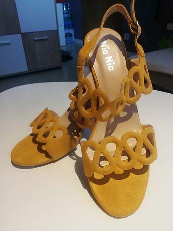 Żółte sandały ażurowe 38