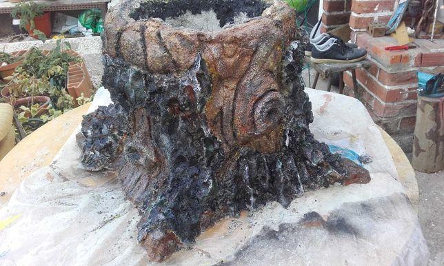 Vaso de cimento tronco de madeira