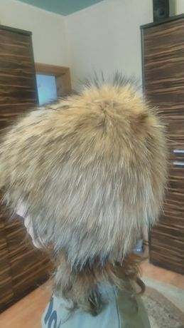 Жіноча хутряна шапка з єнота