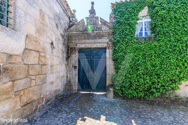 Quinta com Solar Senhorial do Séc. XVI para venda no coração do Douro