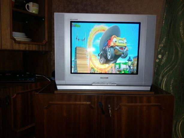 Телевізор в комплекті із приставкою