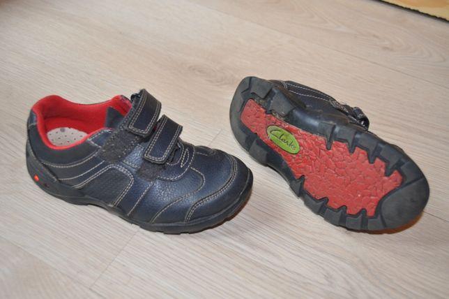 Skórzane buty firmy Clarks rozm. 26. Świecą przy chodzeniu