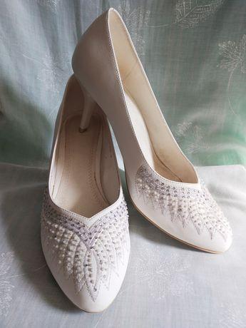 Праздничные белые туфли свадебные вечерние