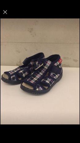 Sandały buty na lato 22