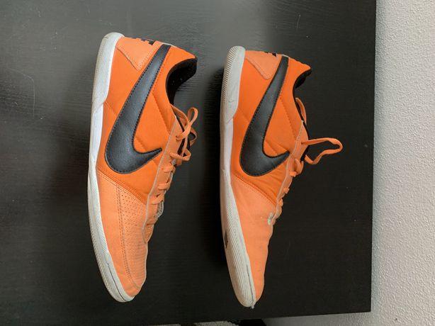 Calças Nike Dri-Fit T-M   Ténis Futsal Nike T45