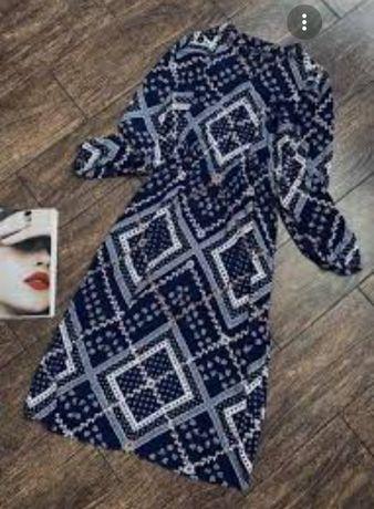 Длинное платье прямого фасона в геометрический принт