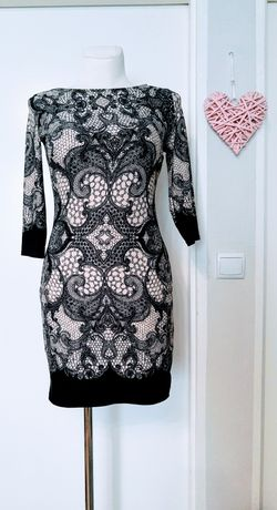 Sukienka we wzory obcisła S