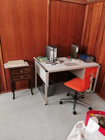 BAIXA DE PREÇO- Mesa e cadeira de escritório de qualidade