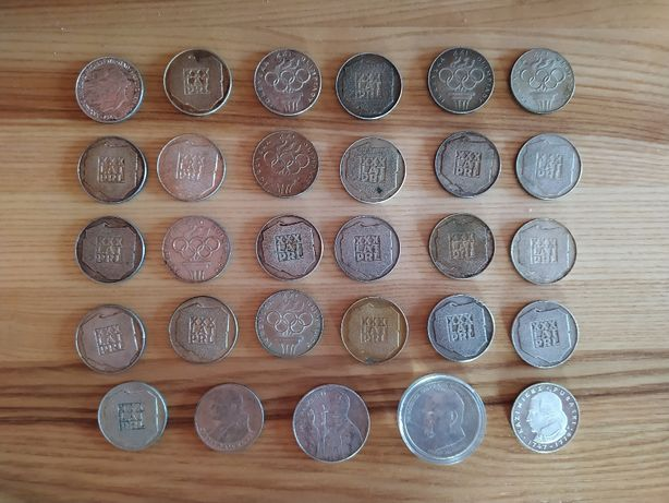 Zbiór 29 polskich srebrnych monet z różnych roczników.
