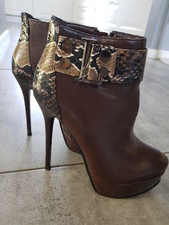 botki na szpilce buty na jesień kozaki za kostkę motyw węża platforma