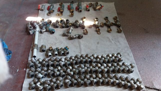 Тройники, углы,краны, соеденители на метало-пластиковые трубы (TNM)